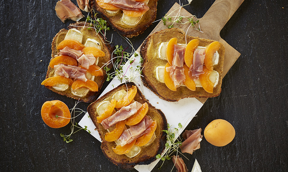 Apricot Prosciutto Amp Brie Toast Recipe Russell Hobbs